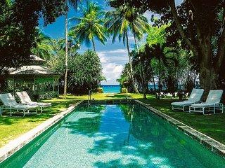 Beachfront 6 bedroom villa at Barbados West coast