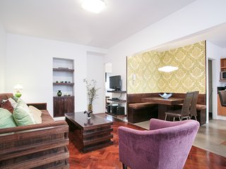Contemporary 1 Bedroom Apartment in Plaza San Martin