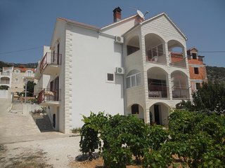 One bedroom apartment Bol (Brač) (A-2890-a)