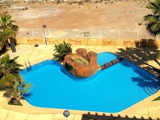 Apartamento de dos habitaciones con piscina cerca del centro y playa