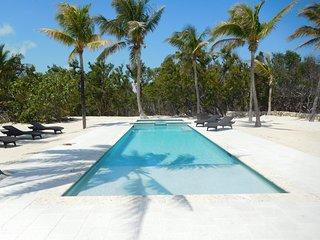 San Roc - Private 150 Ft Oceanfront 2.5 Acre Millionaire Row Estate, Pool, Spa,