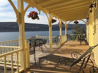 Your Luxury Romantic Keuka Lake Getaway!