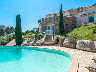 Villa avec vue panoramique à Porto-vecchio proche des plages