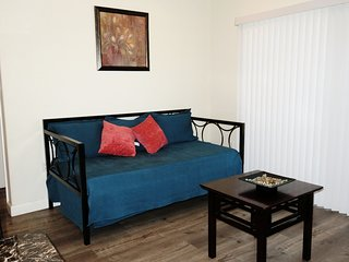 1 Bed/1 Bath Unit w/ Day Bed