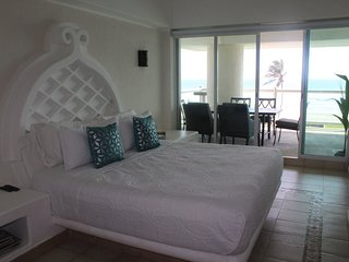 Beautiful place Mayan Island Copan Acapulco Apartment Front Beach 3 Br