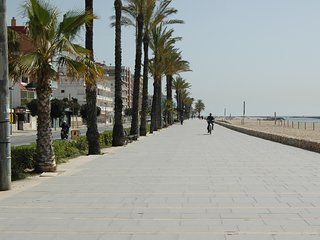 FAMILY APARTMENT 50 METERS FROM THE BEACH