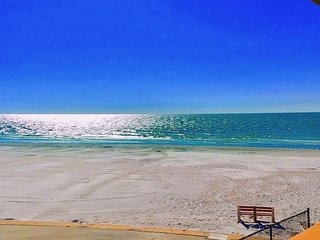 2Bdr/1Bath Full Kitchen Apt #4 Steps from Door to Sand n Shore!