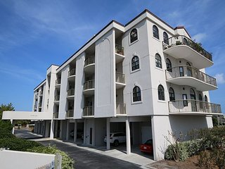 DR 3104 -  Extra-large oceanfront condo with easy beach access, pool & tennis