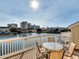 Lakefront views!, 2BD 2BA townhouse within walking distance to the beach