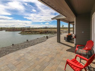 Lakefront suite w/ patio & onsite golf/firepit/nature trail - near 20+ wineries!