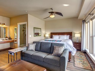 NEW LISTING! Suite in waterfront inn near wineries -WiFi, kitchenette, & firepit