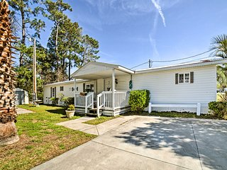 Murrells Inlet Cottage - Walk to Surfside Beach!