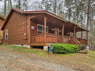 NEW! Rustic Ellijay Cabin w/ Hot Tub - Near River!