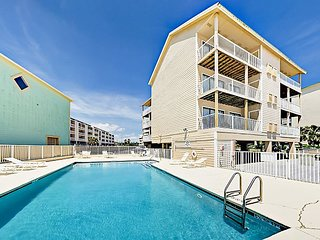 Top-Floor 2BR Condo in Small, Gulf-Front Complex w/ Pool & Beach Access