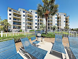 Oceanfront 2BR Condo w/ Private 2nd-Floor Balcony, Beach Access & Pool