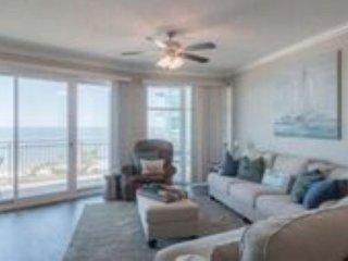 Beautiful 2 bedroom / 2 bath condo with Gulf view!