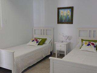 camas de 2mts de largo, cómodas para un perfecto descanso, habitación muy limpia y funcional.