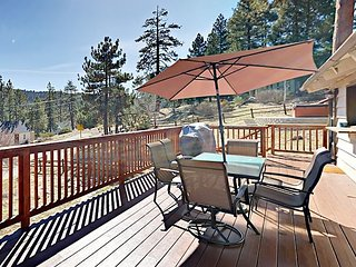 Boulder Bay 3BR Close to Lake & Marina – Wrap-Around Deck with Hot Tub, BBQ