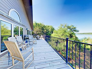 Spacious Lakefront 5BR with 2 Decks, BBQ & Billiards