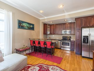 Luxury & spacious townhouse style apartment near all