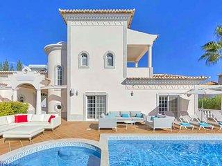5 bedroom Villa in Vale do Garrao, Faro, Portugal - 5607974