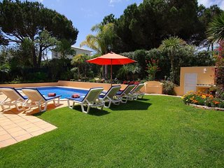Vale do Lobo Villa Sleeps 6 with Pool Air Con and WiFi - 5607844