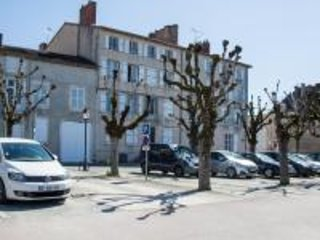 Elegant Facade/ parking... Studio St Martial [apartment 3], 4 Place St Martial 86500 MONTMORILLON