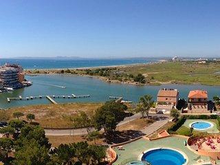 Estudio con vistas Bahía de Rosas, ideal parejas, con piscina