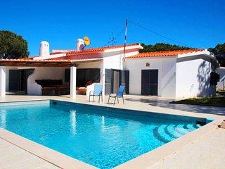 3 bedroom Villa in Ferrarias, Faro, Portugal : ref 5607925