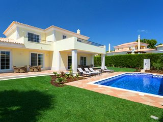 4 bedroom Villa in Vale do Garrao, Faro, Portugal - 5607890