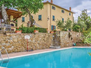 4 bedroom Apartment in Ponticino, Tuscany, Italy : ref 5543092