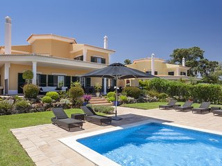 4 Bedroom Villa Quinta do Lago w/pool (Breakfast Included stays until May 22)
