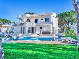 4 bedroom Villa in Vilamoura, Faro, Portugal : ref 5607897