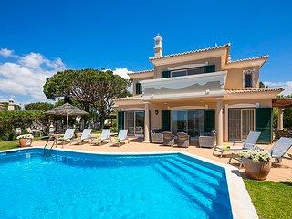 3 bedroom Villa in Vale do Lobo, Faro, Portugal - 5607940