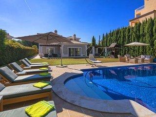 5 bedroom Villa in Vale do Garrao, Faro, Portugal : ref 5607973