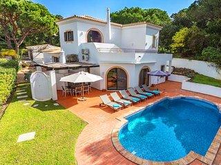 4 bedroom Villa in Vale do Garrao, Faro, Portugal : ref 5607880