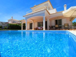 4 bedroom Villa in Vale do Garrao, Faro, Portugal : ref 5607961