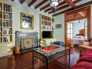Cosy rooms with pool & garden, sleeps 4