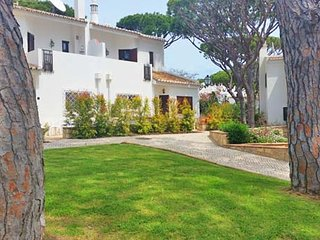 Vale do Lobo Villa Sleeps 6 with Air Con and WiFi - 5607859