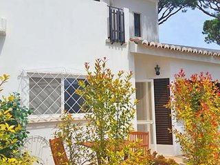 3 bedroom Villa in Vale do Lobo, Faro, Portugal : ref 5607859