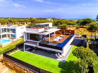 5 bedroom Villa in Vale do Garrao, Faro, Portugal : ref 5607982