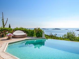 6 bedroom Villa in Pantogia, Sardinia, Italy : ref 5609551