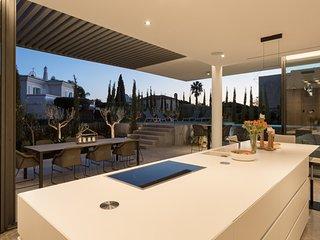 Vale do Lobo Villa Sleeps 9 with Pool Air Con and WiFi - 5607998