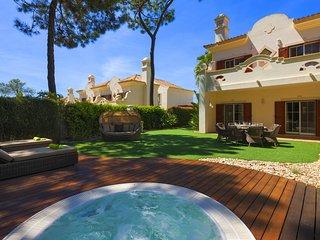 3 bedroom Villa in Quinta do Lago, Faro, Portugal : ref 5607836