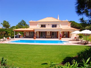 Quinta do Lago Villa Sleeps 8 with Pool Air Con and WiFi - 5607949