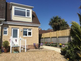 FANTASTIC NEWISH Holiday home with HOT TUB in Sandown close to beach with garden