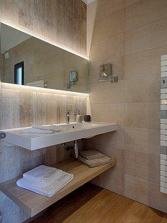 grande s d'eau avec douche italienne du studio Cayok