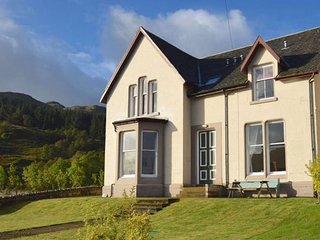 Beach House at Carrick Castle - 4 bedroom villa overlooking Loch Goil