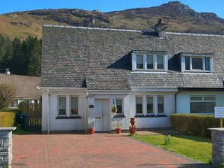 Donich Cottage - 3 bedroom property in the heart of the village