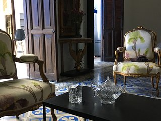 Villa Leonie- elegant and updated home in prime Santiago, historic centro